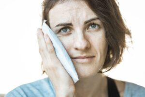 4 Expert Tips for Easy Recovery After Dental Implants Treatment